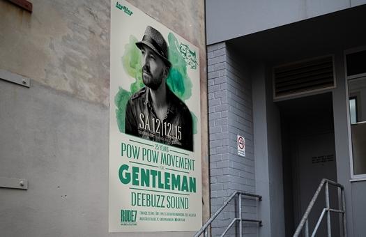Professionelle Plakate für Event mit Musiker