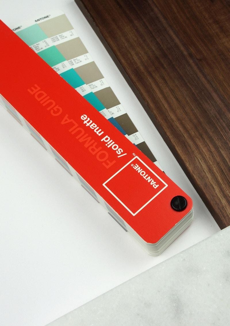 Farbauswahl Pantonefächer Designbüro
