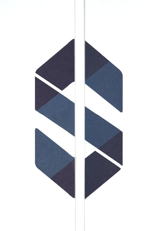 Blaues Signet auf Briefpapier für Immobilienmakler