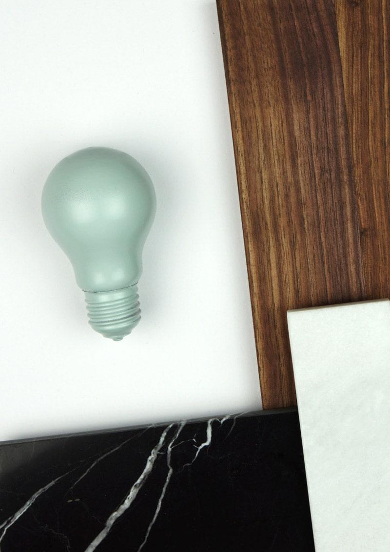 Glühbirne in Mint als Symbol für zündende Ideen