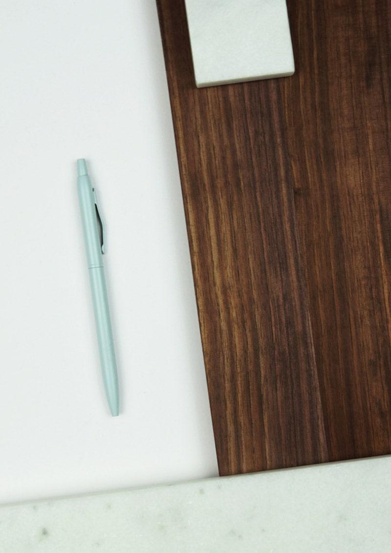 Mintfarbener Stift als Symbol für Werbetext Agentur Pforzheim