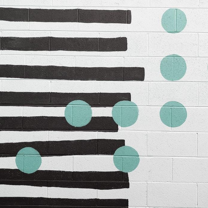 Grafische Tonalität mit Punkten und abstrakten Klaviertasten